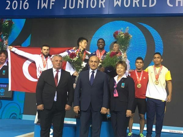 وزنه بردار 69 کیلویی امریکا رکورد نوجوانان دنیا را شکست