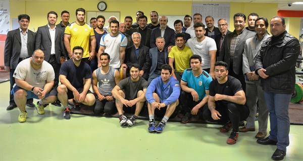 بازدید وزیر ورزش و جوانان ازاردوی تیم ملی وزنهبرداری