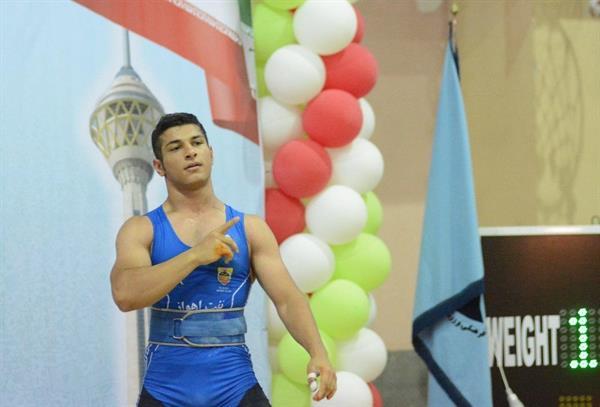 جمعه پور به عنوان برترین وزنه بردار رده سنی 16و 17 سال معرفی شد