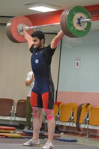 طاهری در اردوی تیم ملی وزنه زد، صدرنشین لیگ جوانان شد