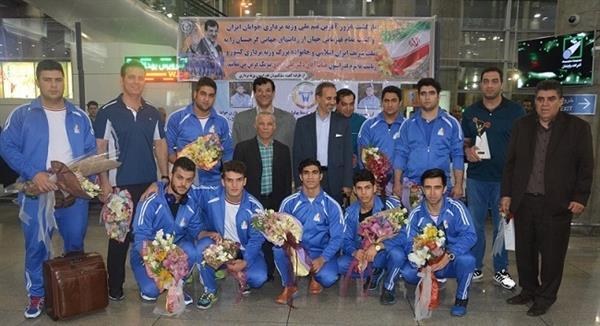 همزمان با بازگشت قهرمانان جوان ایران به کشور