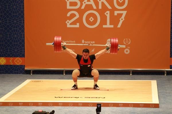 رکورد رقابت های وزنه برداری کشورهای اسلامی در دسته 105 شکسته شد